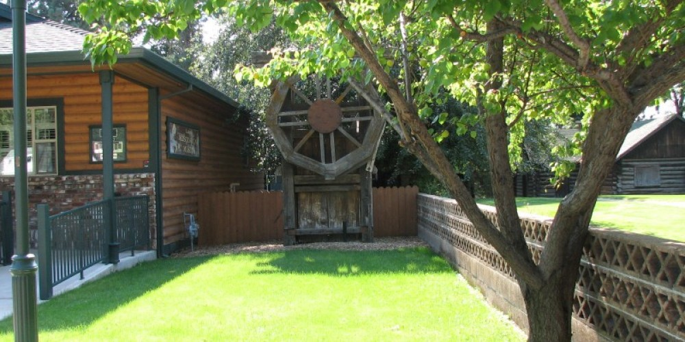 Lassen Historical Museum and Stamp Mill in Memorial Park – lhansen