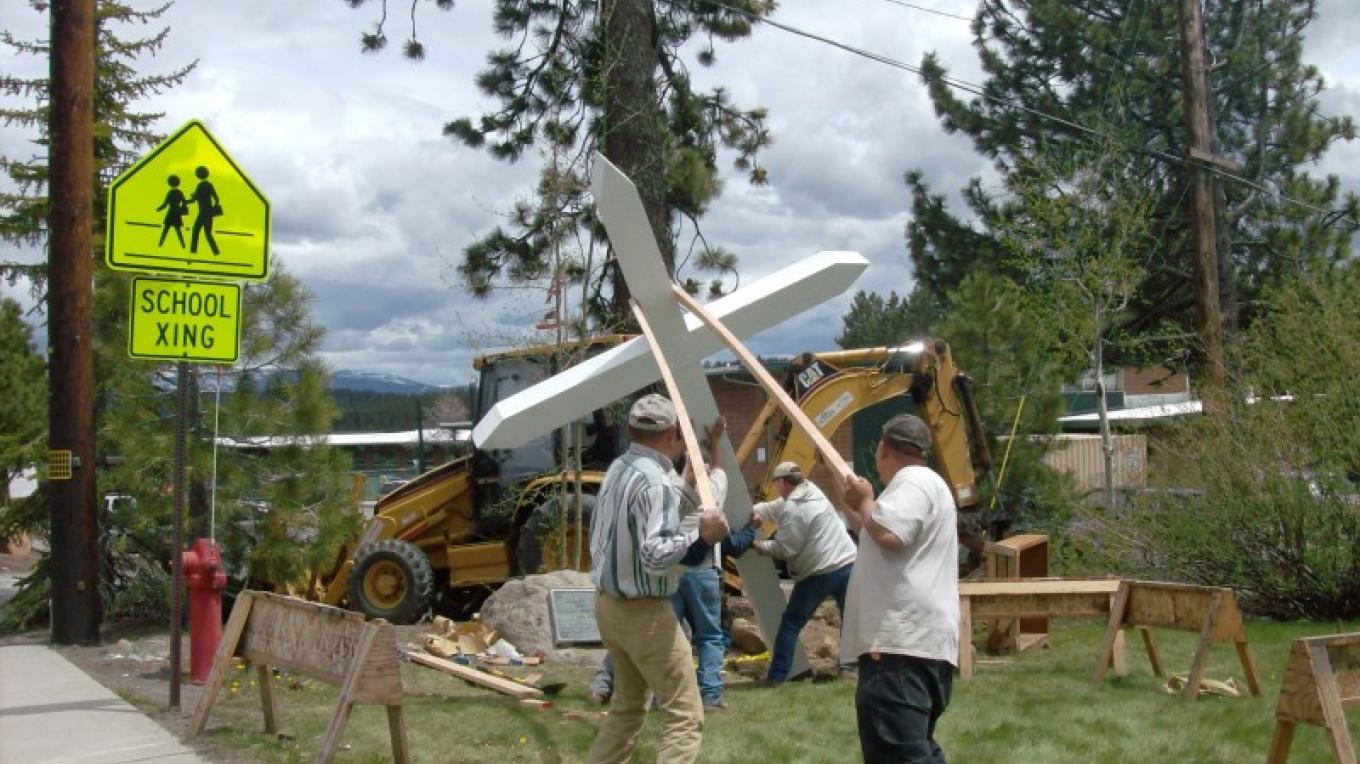 Working to set the cross upright. – © 2010 Truckee Donner Historical Society All Rights Reserved