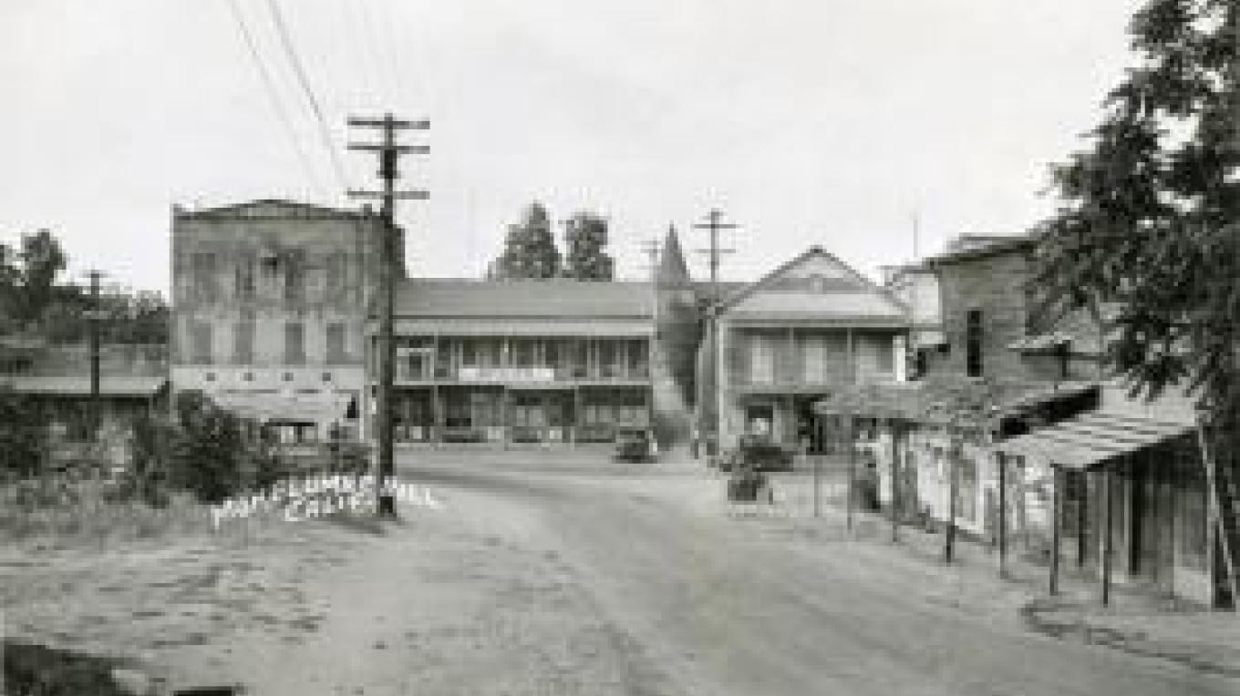 Center and Main Streets, including the three story IOOF building – mokhill.org