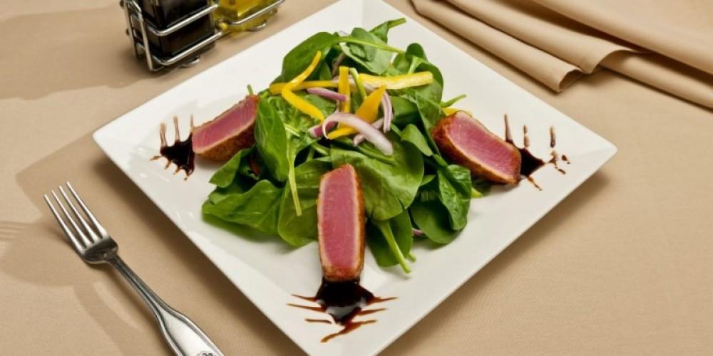 The resort's Echo Lounge serves fresh, California Casual Cuisine daily. – Lake Tahoe Resort Hotel