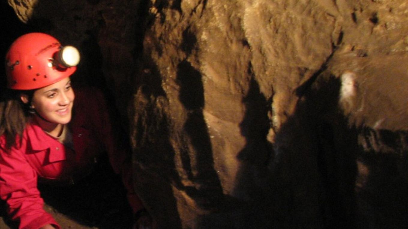 Crawling the Mammoth Cave Expedition circuit – California Cavern