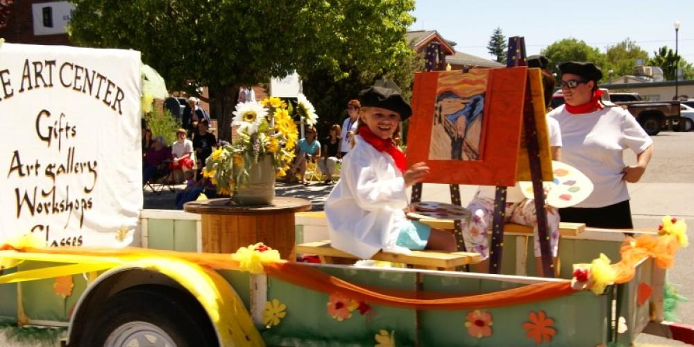 The Art Center Float – Lorissa Soriano