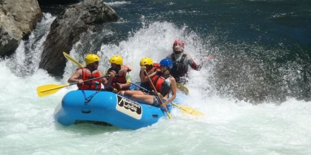 Guests enjoy an exciting run through Cleavage rapid on the Class IV Middle Fork American River.