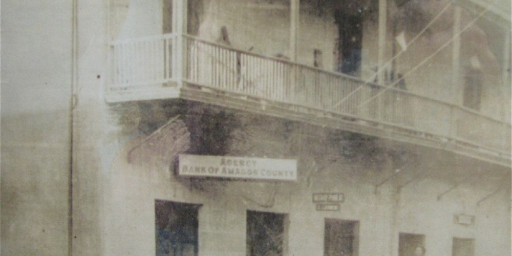 The exterior of the building is virtually the same as it was in the Gold Rush era! – Amador City Archives/Karrie Lindsay