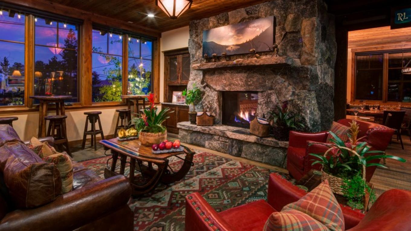 Our Lobby and Wine Bar with a Cozy Fireplace – Cedar Glen Lodge