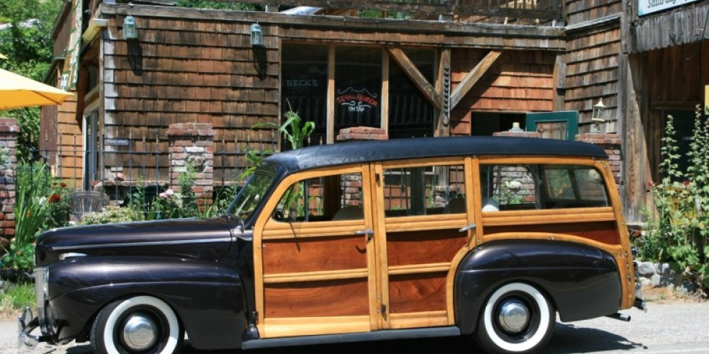 An amazing mixture of coupes & gassers, deuces, panels, pickups and wagons compete for Best of Show and other awards and participate in the cruise & parade. – Tom Edgman