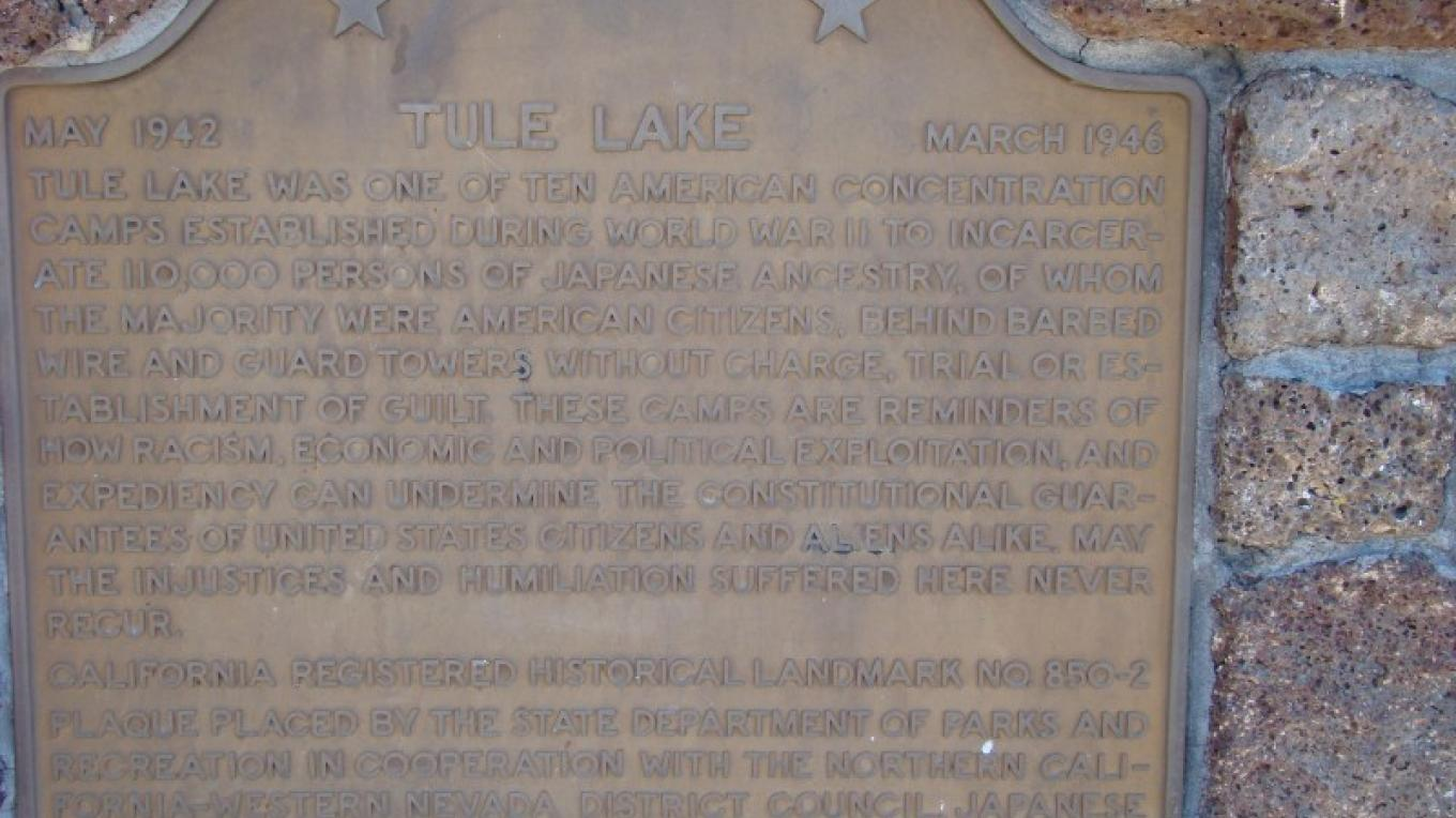 Plaque alongside the highway explaining the Tule Lake Internment Camp. – Jean Bilodeaux