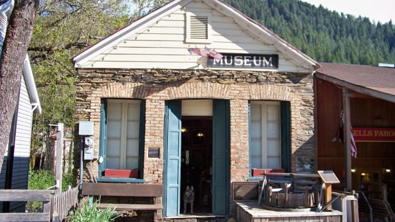 Street view of the Downieville Museum