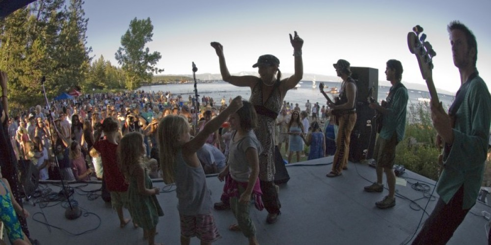 Concerts at Commons Beach live with Albino and a group of kids who danced on the stage all afternoon! – Niobe Burden