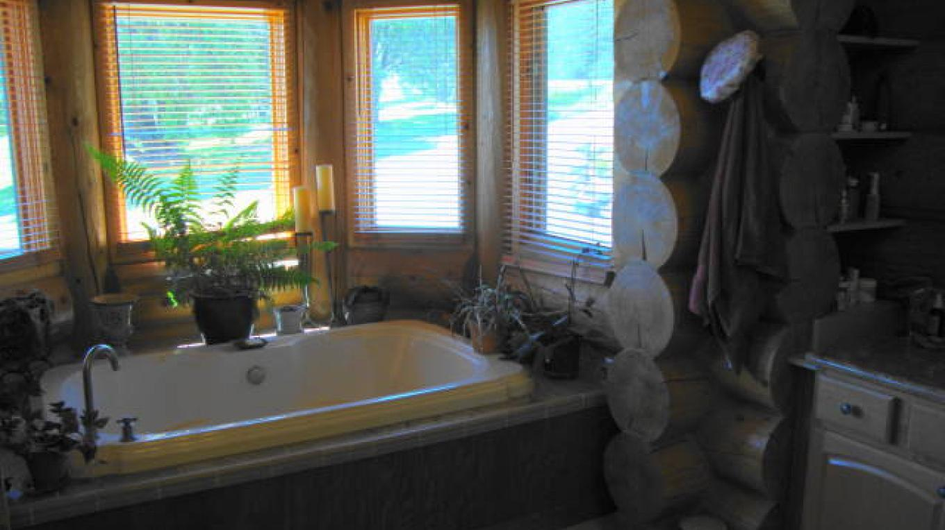 Spa tub main floor master bedroom main house – CK Martin
