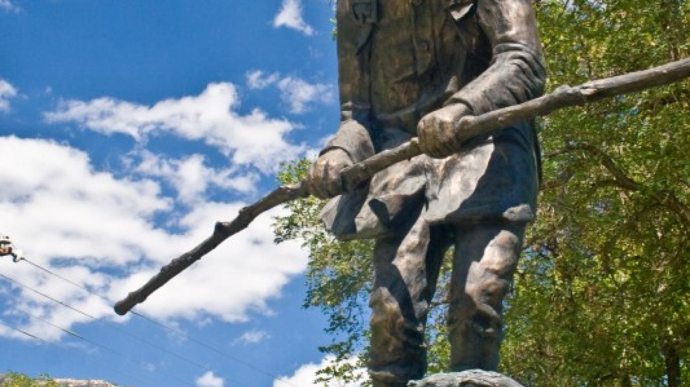 A statue of Snowshoe Thompson honors his legacy of fearlessly carrying mail between Genoa, Nev., and Placerville, Calif., for no pay. – Ryan Jerz