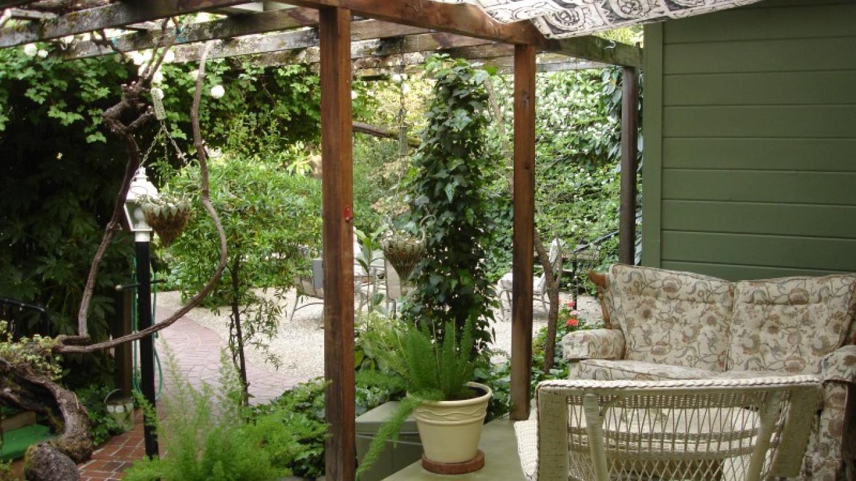 a porch – Lindsay Way