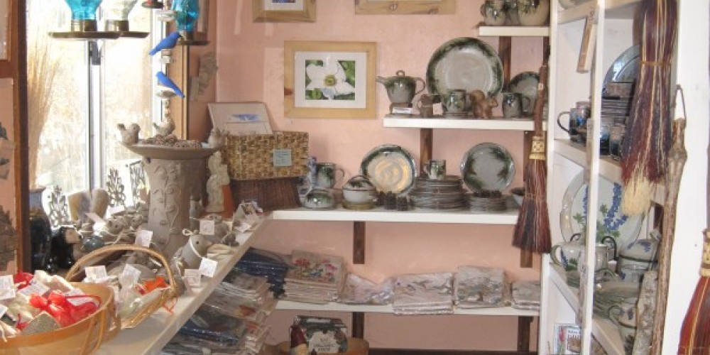 Gift Shop with local art & crafts – Bonnie Bladen