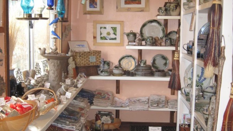 Gift Shop with local art & crafts – Bonnie Bladen