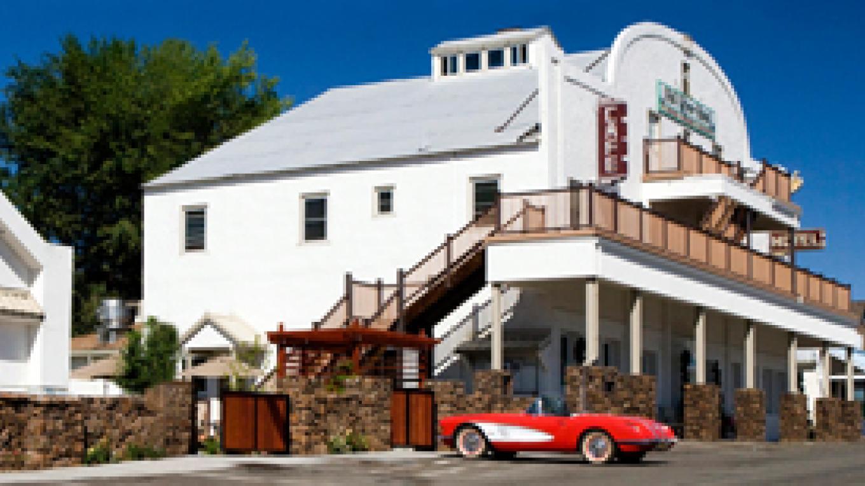 Historic Fall River Hotel – Vicky Sjoberg