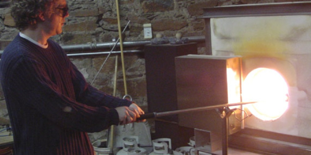Hot glass blowing at Chaos Glassworks – Heather Hopman
