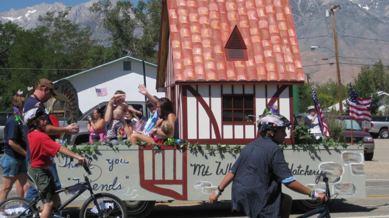 Parade down Independence\'s Main Street in 2008 - Friends of the Mt. Whitney Fish Hatchery entry. – Jennifer Duncan