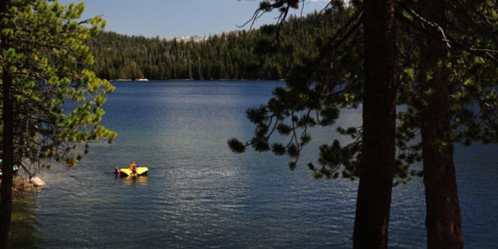 Lake Alpine – norcalroadtrips.com