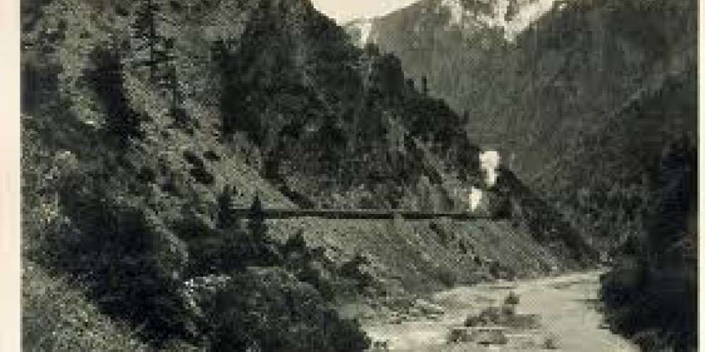 Early Western Pacific train winding though the Feather River Canyon. – mygoldrushtales.com