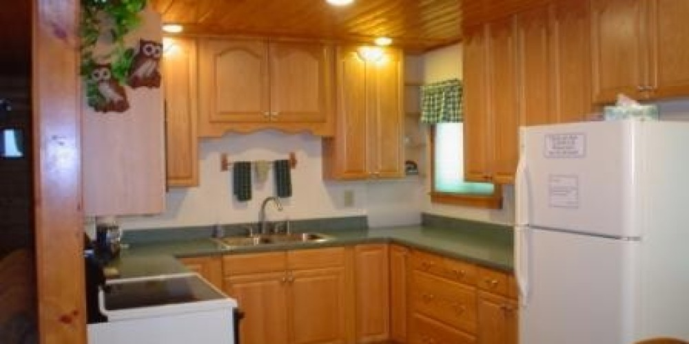 Sugar Pine Cabin kitchen.  Newly remodeled and clean! – Jenine Haugh