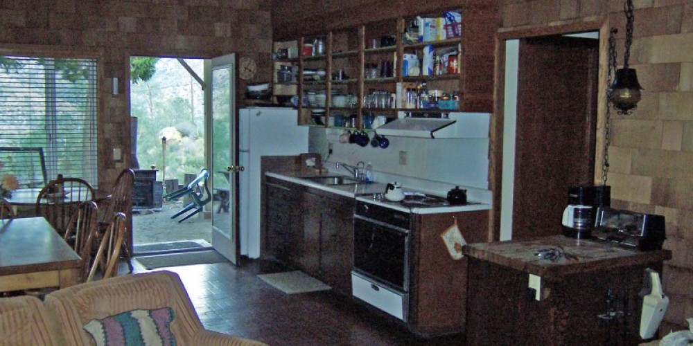 Kitchen/Dining Area – Arturo