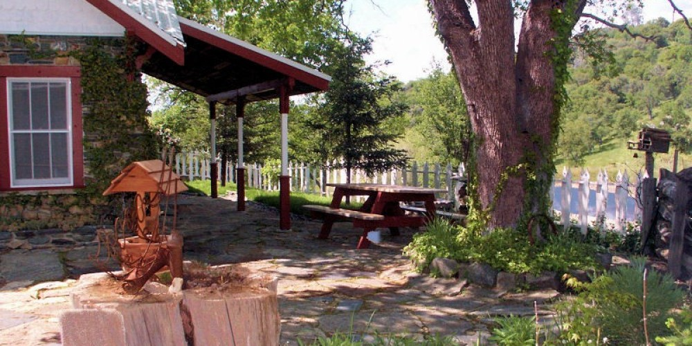 One of the perfect places for a small wedding at Lyn-Mar Pond Guest Ranch is the quaint side yard.