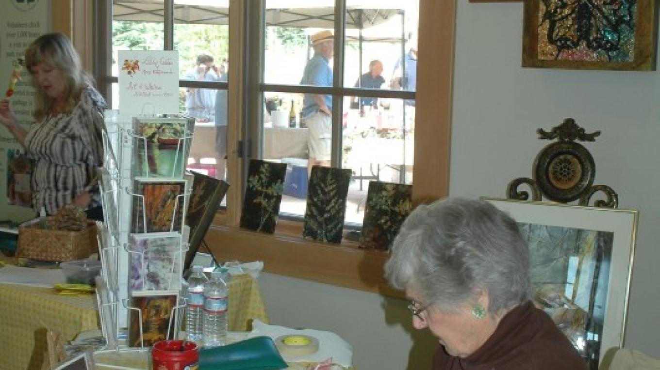 A local watercolor artists demonstrates her work – NPS Photo