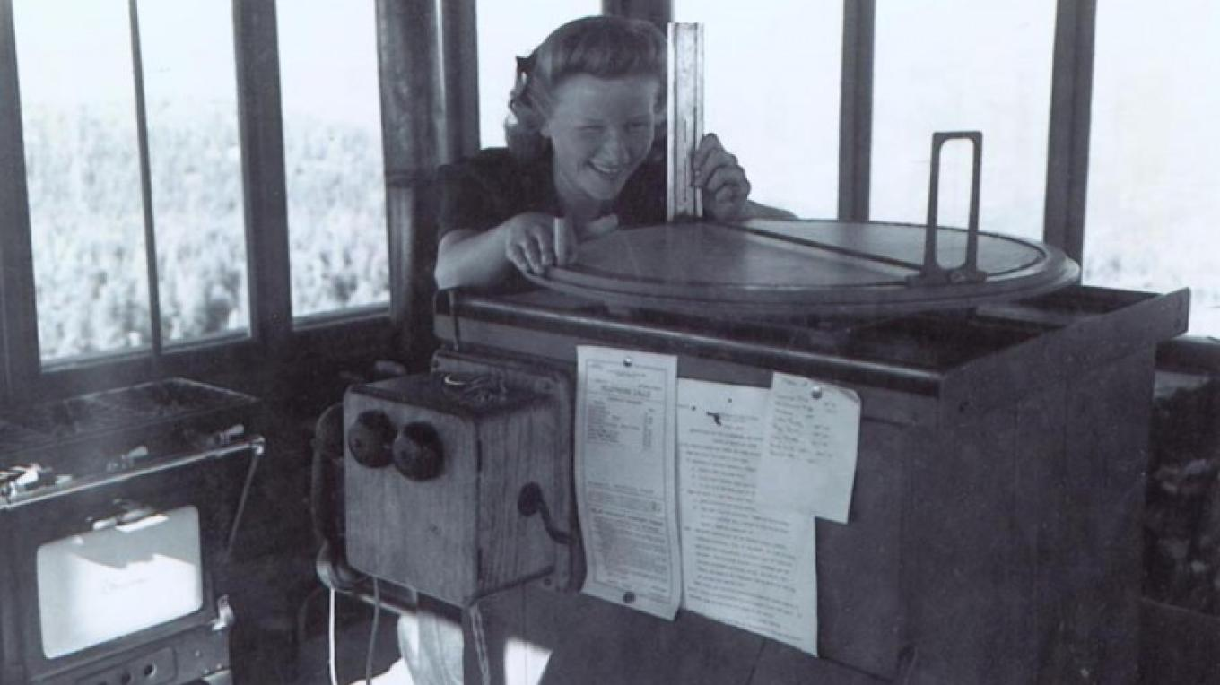 First female fire watcher Leatrice Evinger Dotters using the firefinder at Buck Rock 1944. – Forest Service archives