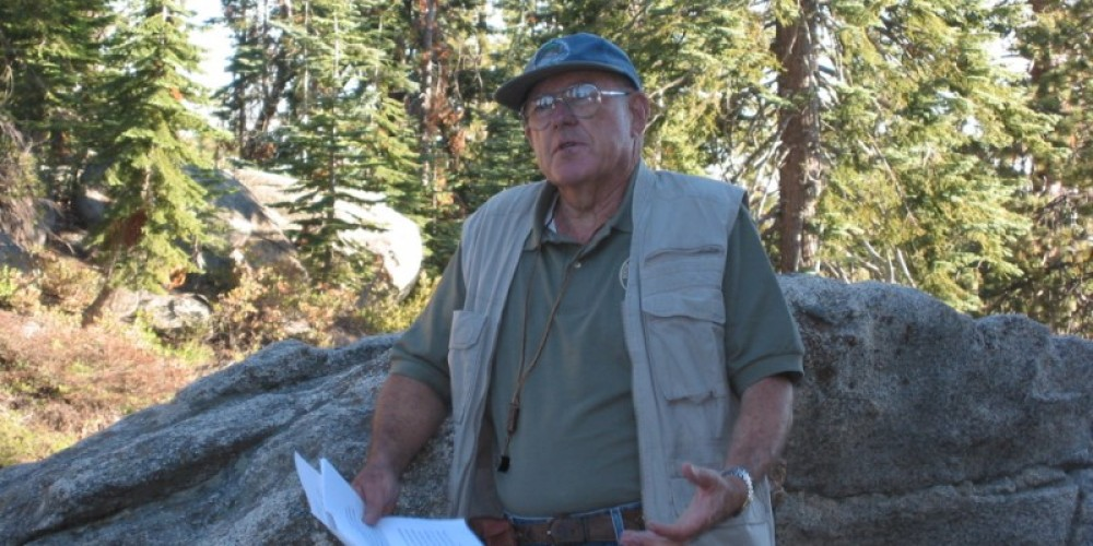 Volunteer geologist Jack Van Amringe gives interpretive talk at Buck Rock Lookout – Wendy Garton