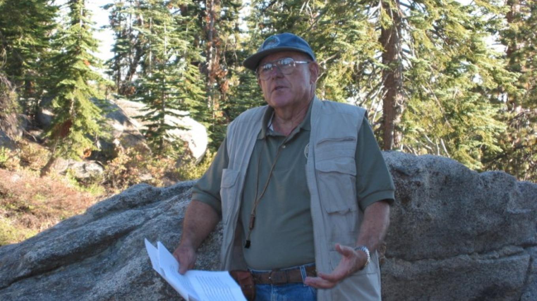 Volunteer geologist Jack Van Amringe gives interpretive talk at Buck Rock Lookout – Wendy Garton