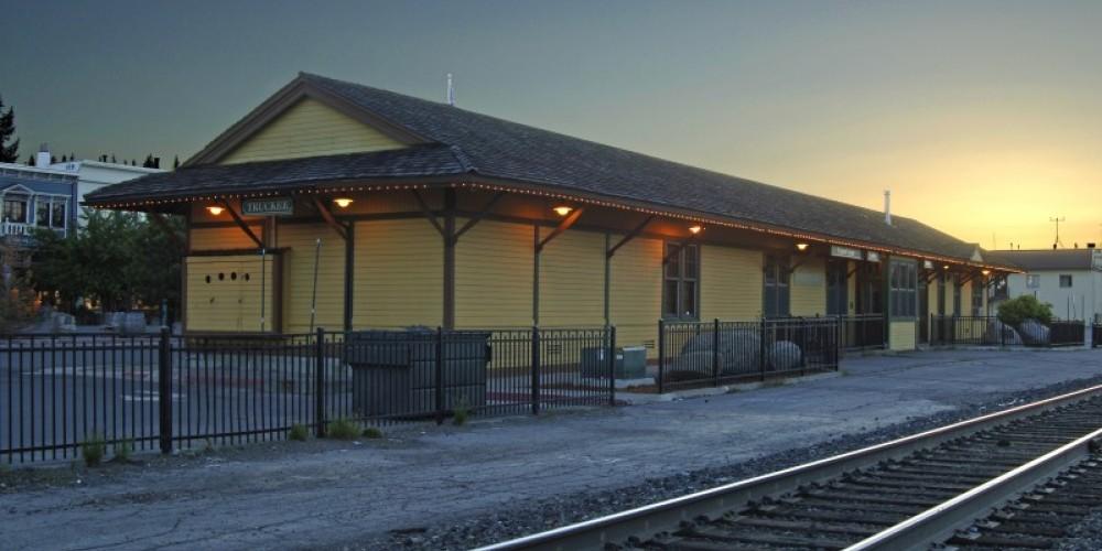 Truckee California Welcome Center at Sunrise – Rod Hanna