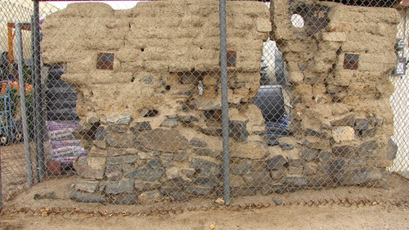 This section of adobe wall in Lone Pine survived the 1872 earthquake. – Lone  Pine Chamber of Commerce