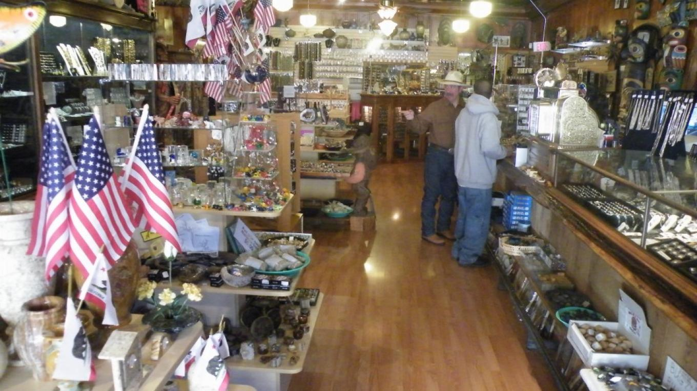 Inside the main room – yosemitegifts