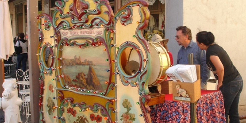 The owners of this machine were happy to let you look at the inner workings of this classic large organ. – Klosowski