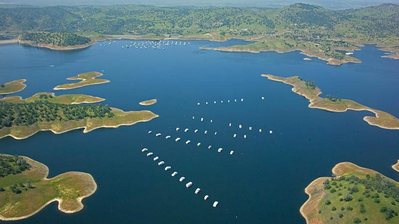 Aerial photo of Lake McClure with houseboats pictured in the background.