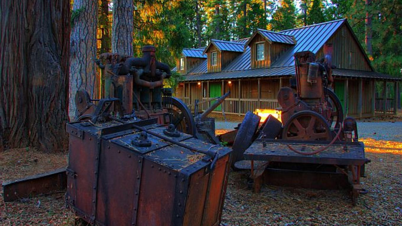 Gold Mining Equipment at Forest Hill Museum – Darin Pointer - www.ffgphotos.com