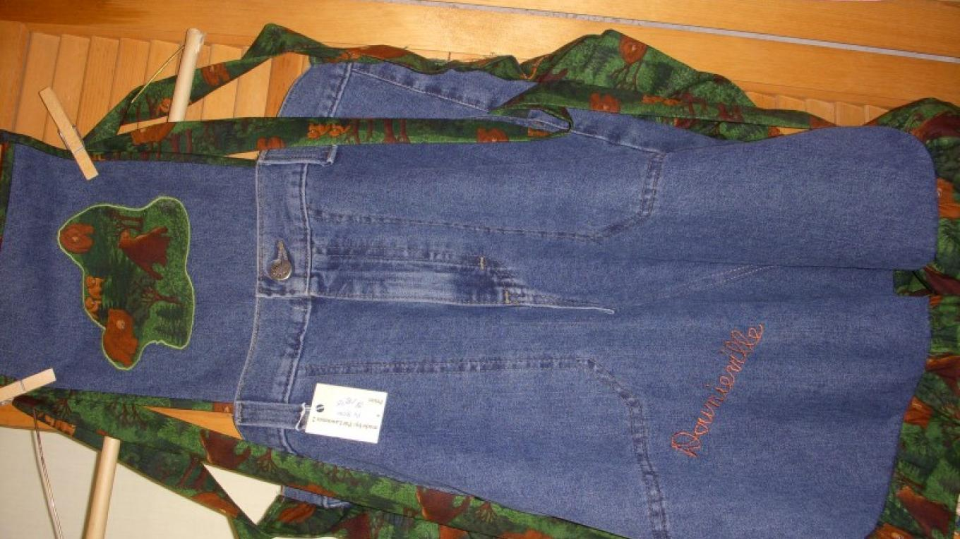 Recycled jeans apron with Downieville embroidery – Pat Lawrence