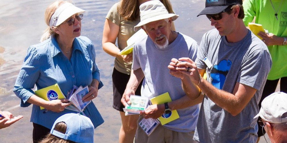 Jesse Patterson, the League's deputy director, training community members how to identify aquatic invasive plants for Eyes on the Lake. – Shaunte Dittmar
