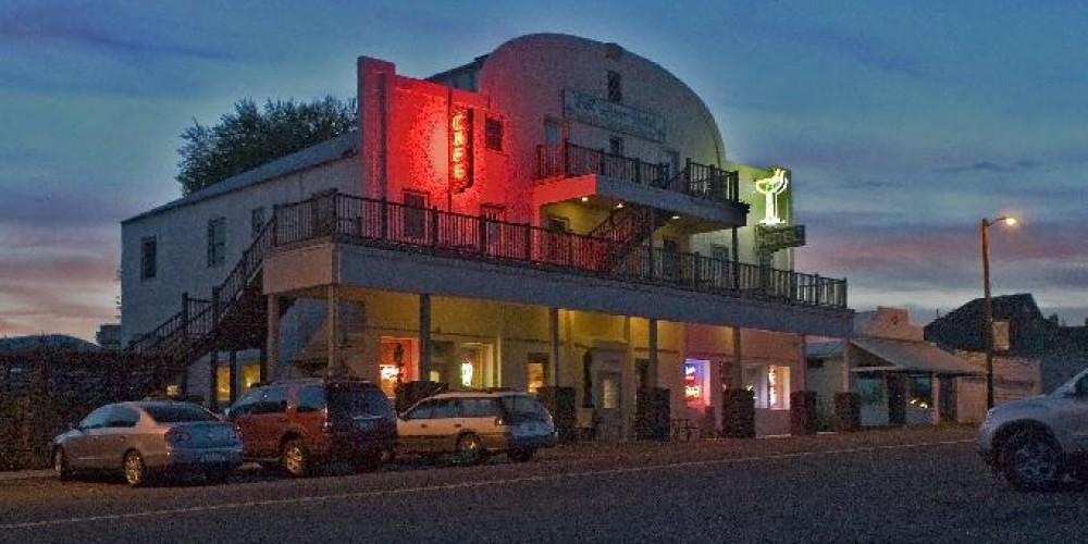 Fall River Hotel at night – Vicky Sjoberg