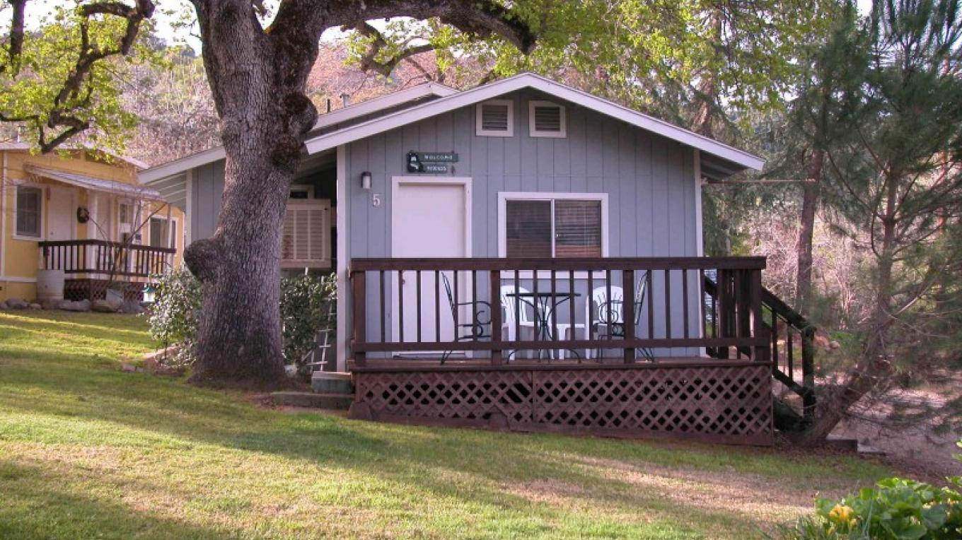 Cabin 5 - one room cabin with full kitchen – CJS