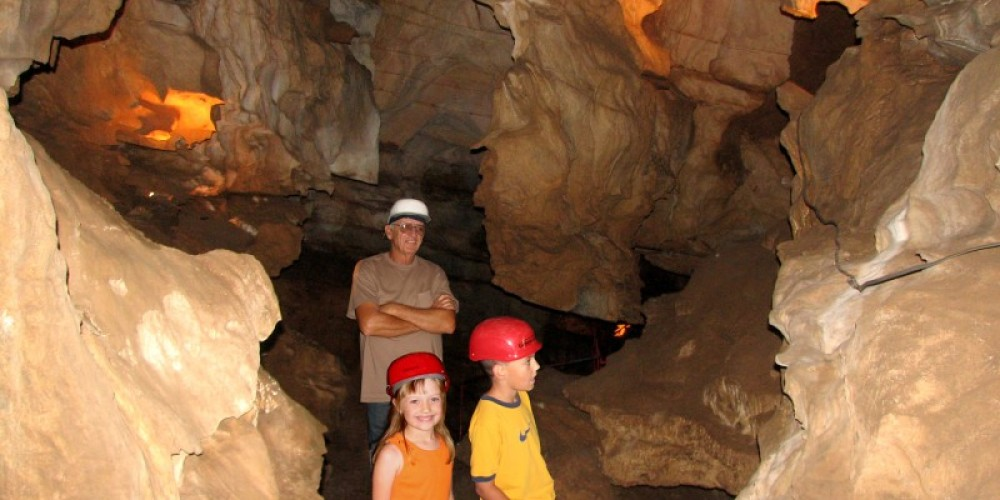 California Cavern\'s Walk Tour is perfect for families – California Cavern