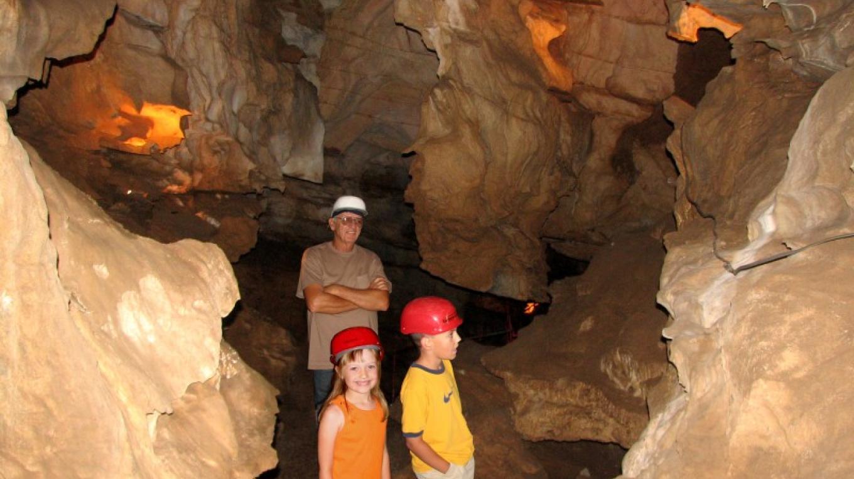 California Cavern\'s Walk Tour is perfect for families – California Cavern