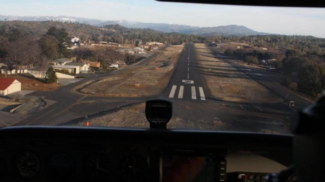 Final to Runway 9 – Silvano Gai