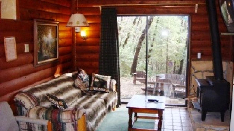 Living area - Wild Plum cabin – R. Hertzberg