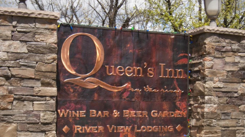 Queen's Inn by the River – Rikki Alley
