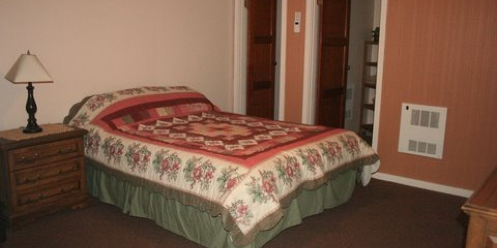 Guest room interior view 1