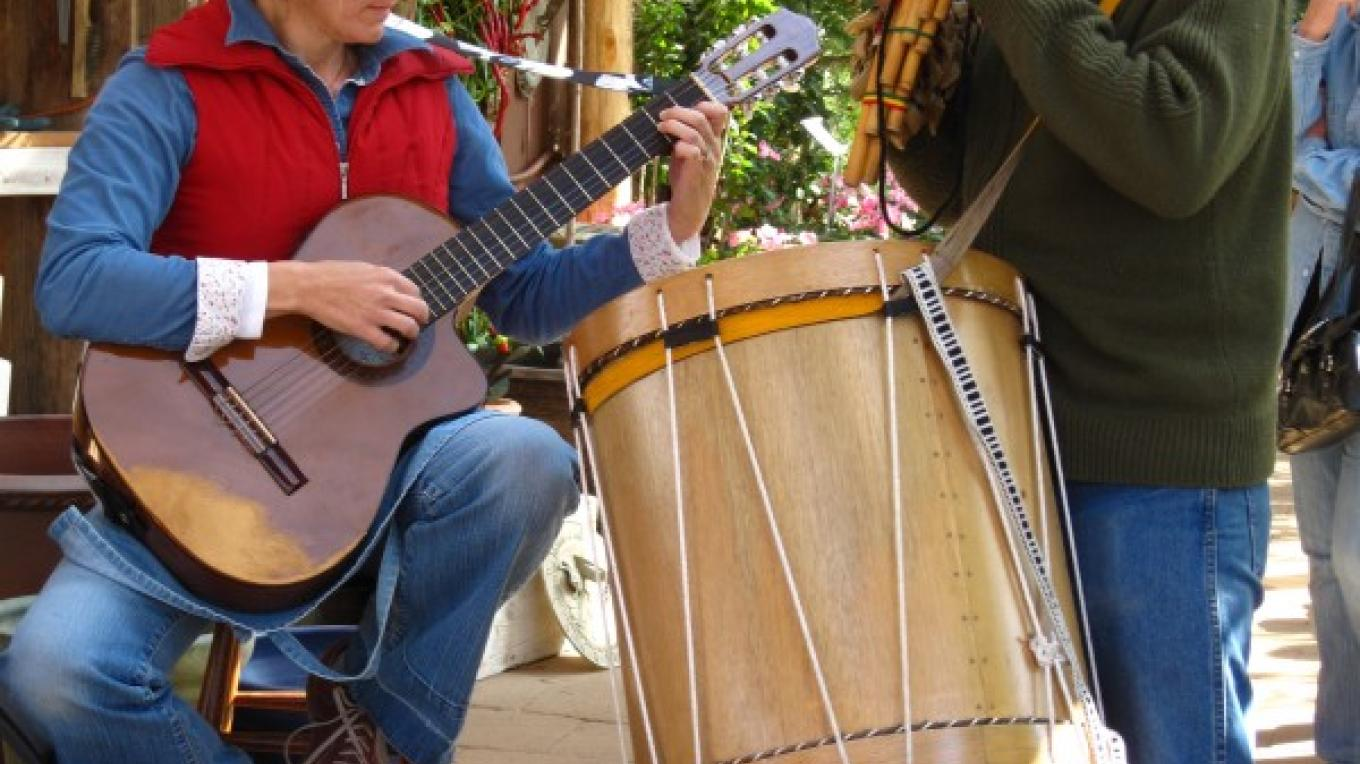 Linda Zupcic and friend playing Peruvian music in patio at Harvest Festival – Bonnie Bladen