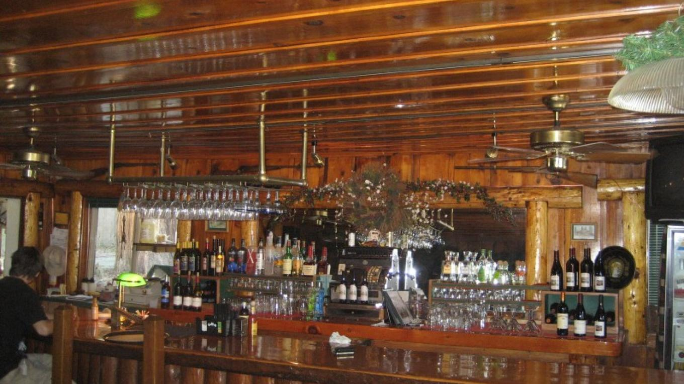 Inside the Trading Post looking at the sugarpine bar. – R. Sargentini