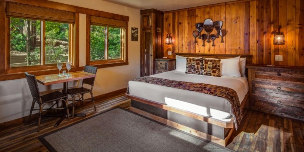 Romantic King Studio Cabin – Cedar Glen Lodge