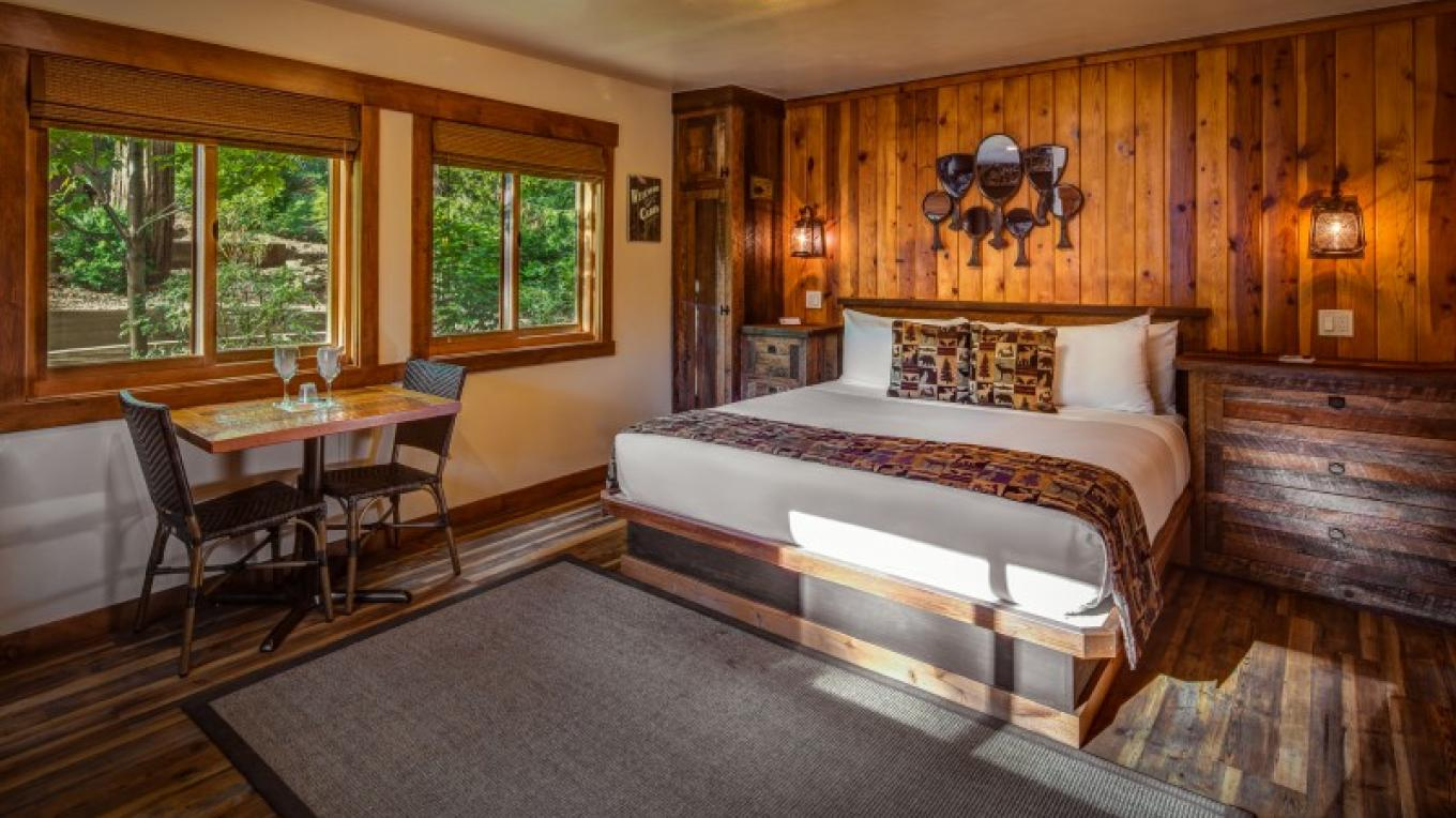 Romantic King Studio Cabin – Cedar Glen Lodge